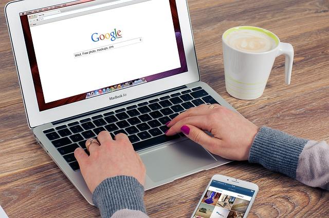 Rédaction web : faut-il déléguer ou tout écrire soi-même ?