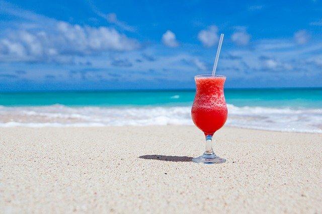 cocktail sur une plage en vacances